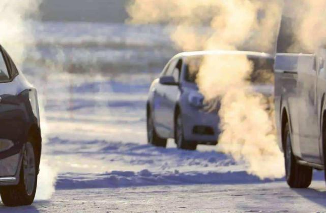 天冷启动车子时,9成人的做法都是在毁车,别等拉缸才后悔!