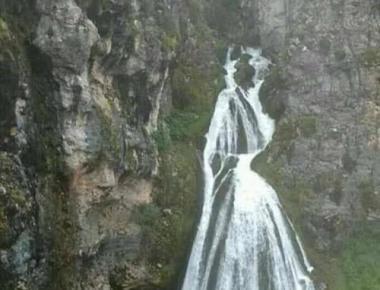 """世界上最神奇的新娘瀑布,一下雨就会出现""""新娘"""",名达"""