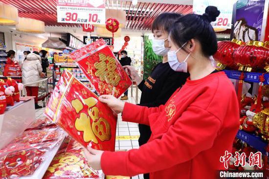 """中国边城满洲里""""洋气不减"""":中俄元素叠加勾勒新年味"""